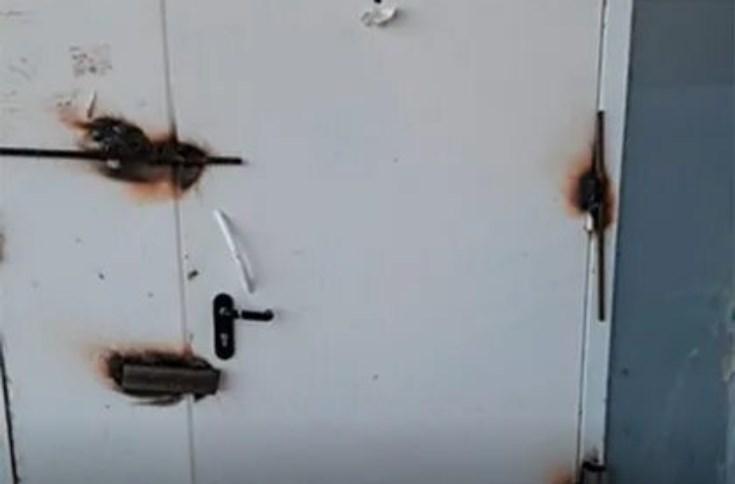 В Пскове заварили дверь в магазин Магнит
