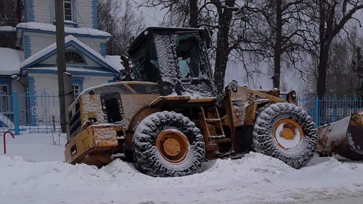 Бешеный трактор громил дома и машины